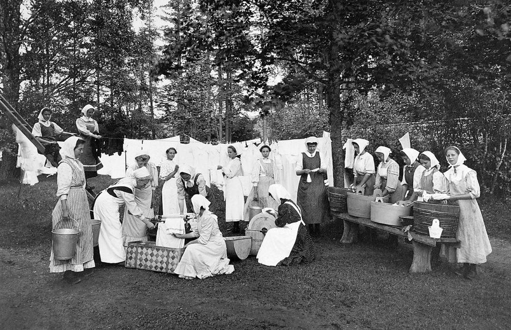 En permanent husmodersskola etablerades i Älvkarleö